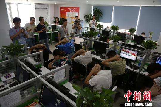中国小将不负众望,压倒性碾压对手,赢得全场观众喝彩!