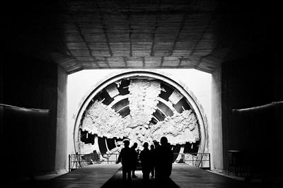 京张高铁清华园隧道贯通明年年底将实现全线通车--社会--人民网