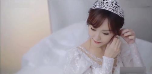 唐嫣试梦幻婚纱视频曝光 笑得一脸幸福