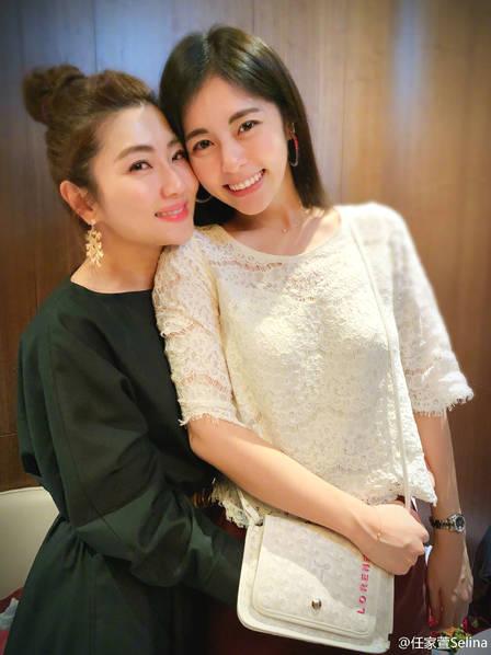 Selina为妹妹庆生 两人对镜甜笑画面超幸福