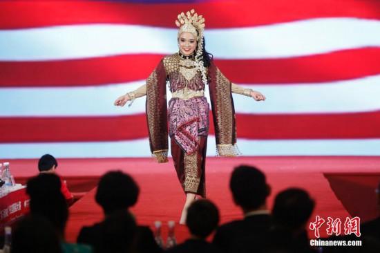 9号彩票第八屆外交官服裝大賽在北京舉行