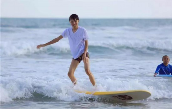2018海南亲水运动季万宁冲浪度假营开营