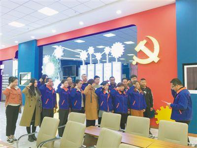 <p>  11月23日,贺兰县星动力党建工作室组织机械制造行业职工开展支部主题党日活动。        本报记者 张晓慧 摄</p>
