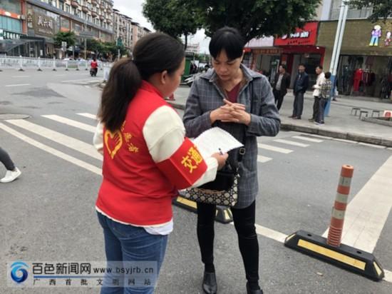 平果县开展文明出行志愿服务活动