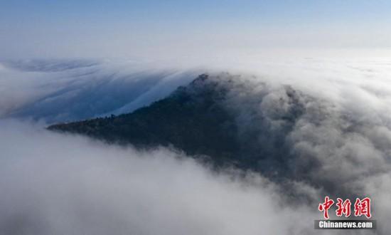 航拍江苏句容茅山:云雾缭绕似仙境