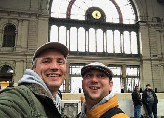 英国两好友一天穿越9个国家刷新世界纪录