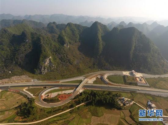 (社会)(1)中越边境靖西至龙邦高速公路预计年底通车