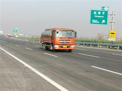 京藏高速公路改扩建工程宁蒙界至平罗段(西半幅)试通车