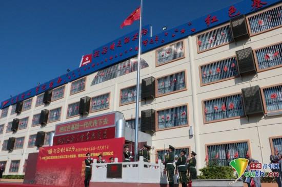 深圳东江纵队红军小学授旗授牌仪式举行
