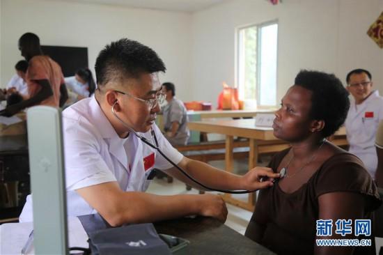 (XHDW)(1)中国援卢旺达医疗队到中国援建项目义诊