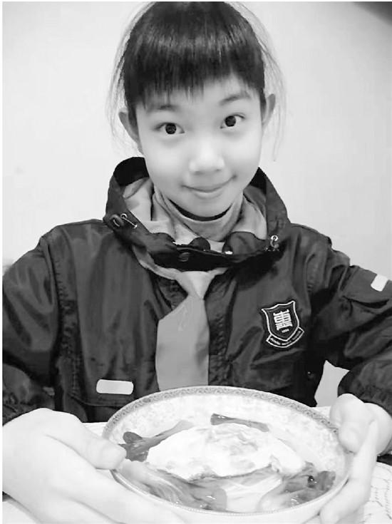杭州惠兴中学给优秀学生颁奖每人两棵青菜