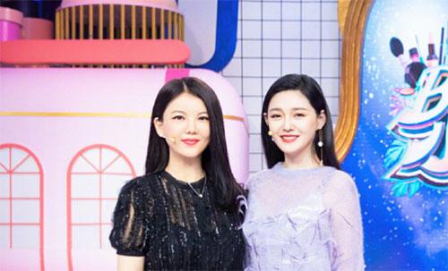 大S李湘两主播罕见同框录节目 堪称主持界双美