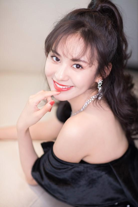 郑合惠子2018时尚先生盛典复古造型诠释灵动俏皮