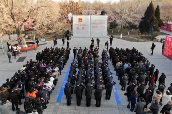 兴庆区:向宪法宣誓 向群众普法