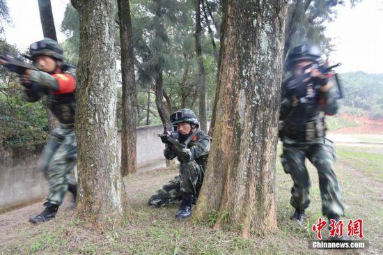 福建武警官兵紧贴实战 提升反恐制胜能力
