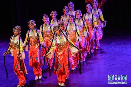 (国际)(1)中国东方歌舞团大型舞蹈《国色》亮相智利