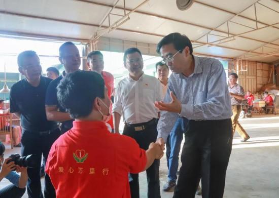 中国残联副主席程凯一行到万宁考察残疾人就业工作