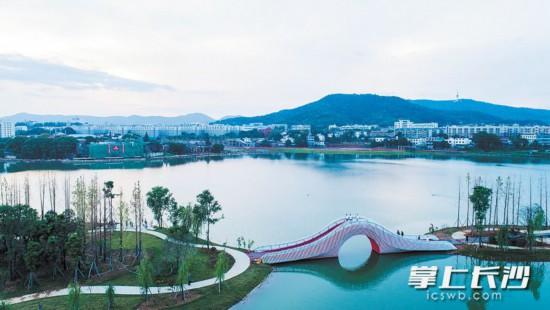 岳麓山下、湘江边上的后湖,湖光山色,美不胜收。