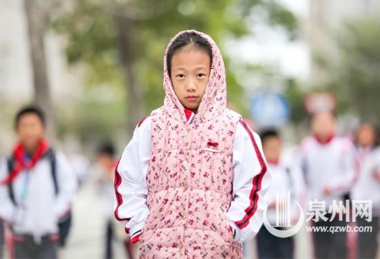 天冷了,温暖的上学路