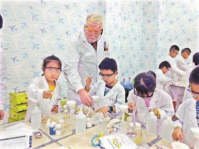 牛津大学博士中国乡村搞科普每年去五六十所高中教化学