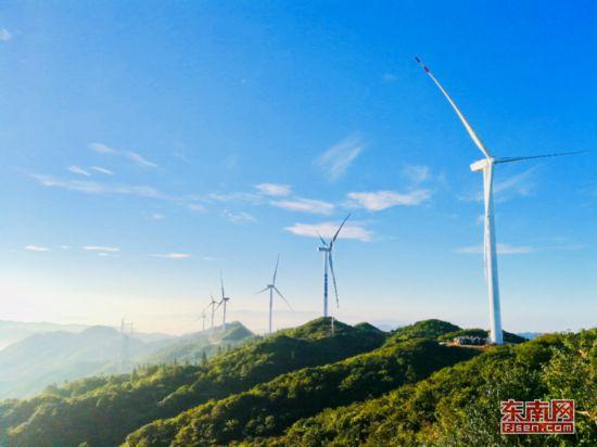 华电福建宁化鸡公岽风电场首台风机并网发电