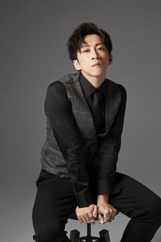 陈汉典发布首张个人专辑《先不要》 蔡康永小S出演MV