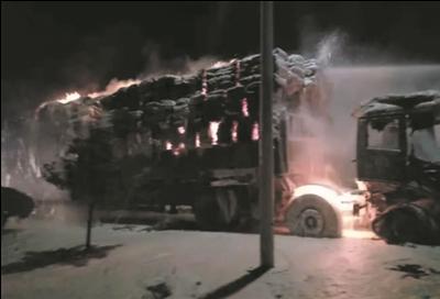 货车行驶至南通如东疑自燃 一车货物全受损