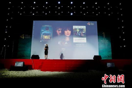 开幕式在三亚大东海沙滩上举行。