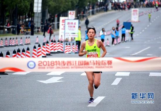 2018晋江国际马拉松赛开跑 中国选手金铭铭获女子全马冠军