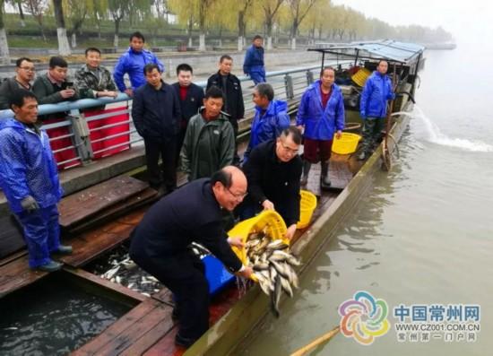 常州5人在禁渔区偷鱼320斤 被罚放鱼3500斤