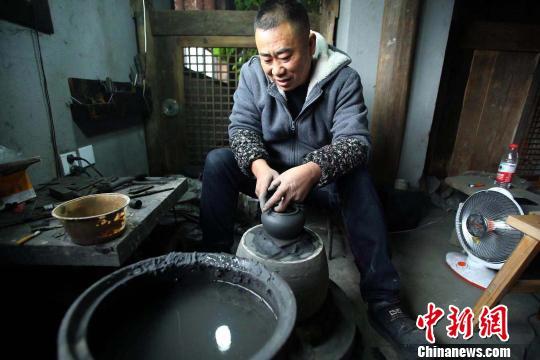 探访雅安荥经砂器制作:千年传统工艺的传承与创新