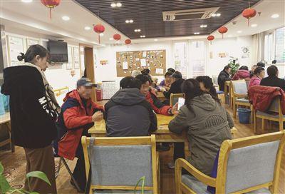 打掼蛋老人蹭暖抢座位 南京一养老中心收空调费