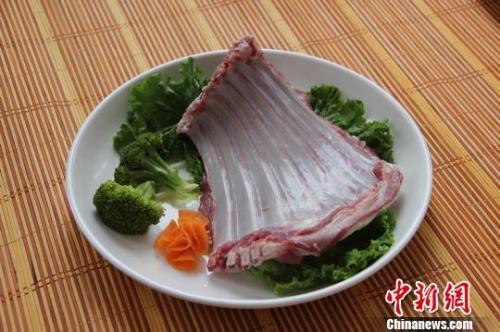 资料图:闻名于世的苏尼特羊肉。 王润枝 摄