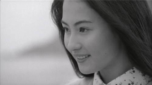 张柏芝21岁青涩旧照曝光 眼神清澈笑容甜美而羞涩