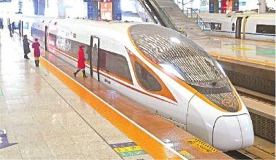 """武汉首迎""""金凤凰""""复兴号高铁列车"""