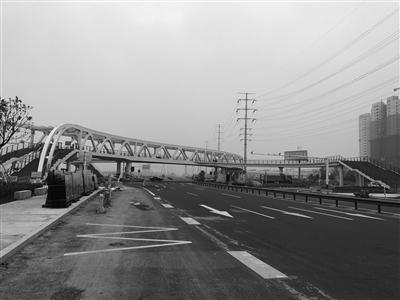江苏溧阳3000多万元人行天桥建在人烟稀少城外