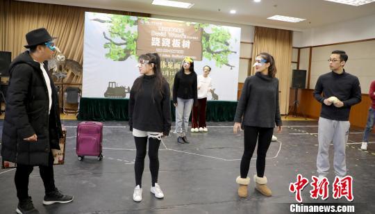 中英合作经典儿童剧《跷跷板树》将跨年首演
