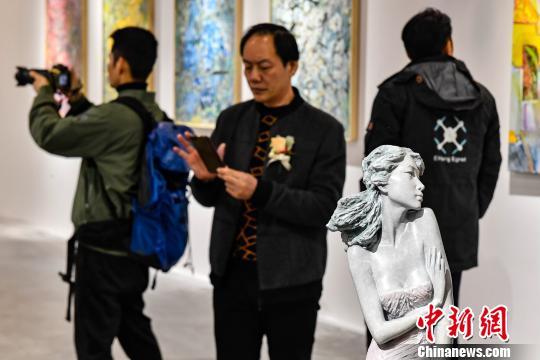 """第七届大艺博开幕年青艺术家""""体感""""市场温度"""