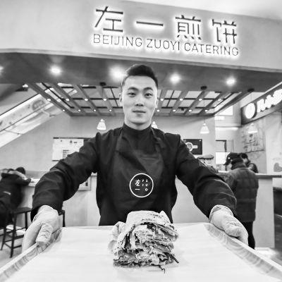 中央民族大学在校生创业卖煎饼小煎饼摊出创业大梦想