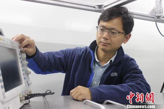 """青年科学家刘波:穿梭""""两代光源""""追逐自由电子激光"""