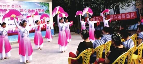 12月5日上午,疍家舞蹈隊在表演節目。