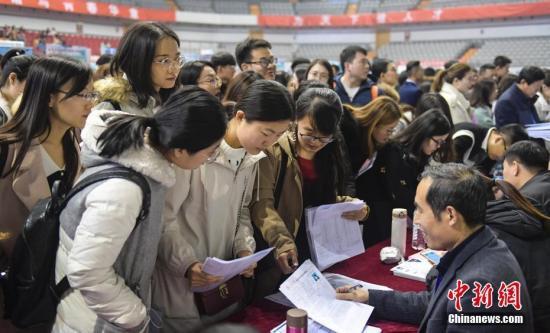 又到一年就业季 900万毕业生迎来就业求职大礼包