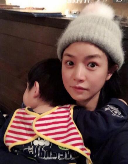 陈妍希晒儿子照片为其庆生 脸肉嘟嘟长大不少