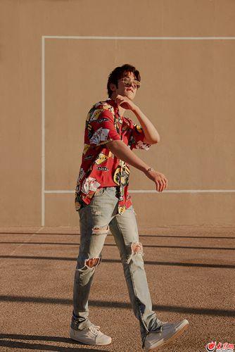 加州大玩家李治廷全新写真 尽显少年暖色质感