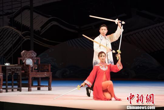 北京人艺年度收官之作《名优之死》登台 史春阳 摄