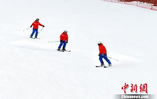 进入冬季,长春各大滑雪场均迎来大量滑雪客。 李煦 摄