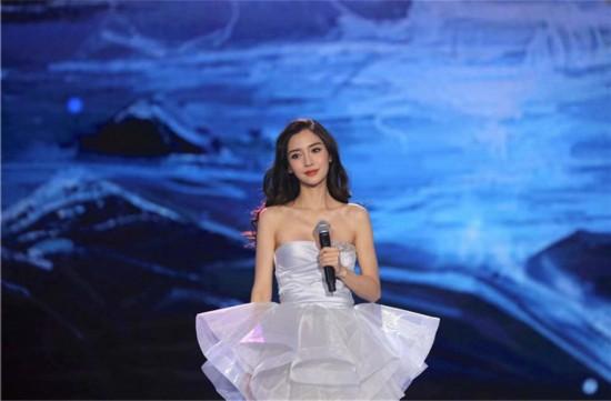 Angelababy、李易峰参加央视元旦晚会彩排