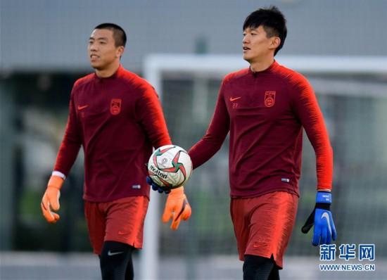 (体育)(2)足球――中国队多哈备战
