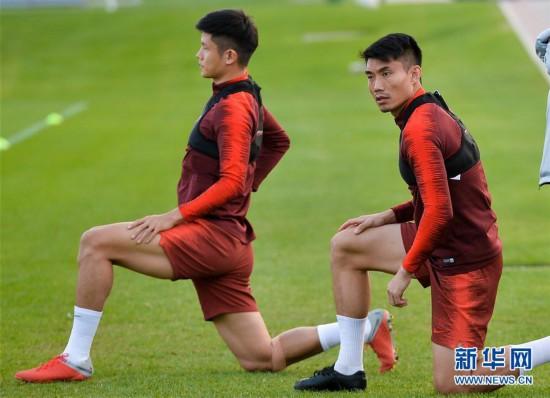(体育)(1)足球――中国队多哈备战