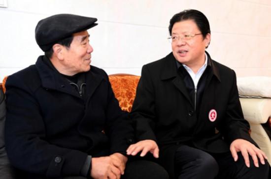 江苏海安市委书记乐当志愿者 助力群众圆梦